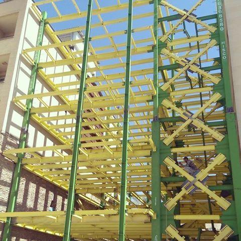 سازه فلزی پیچ و مهرهای